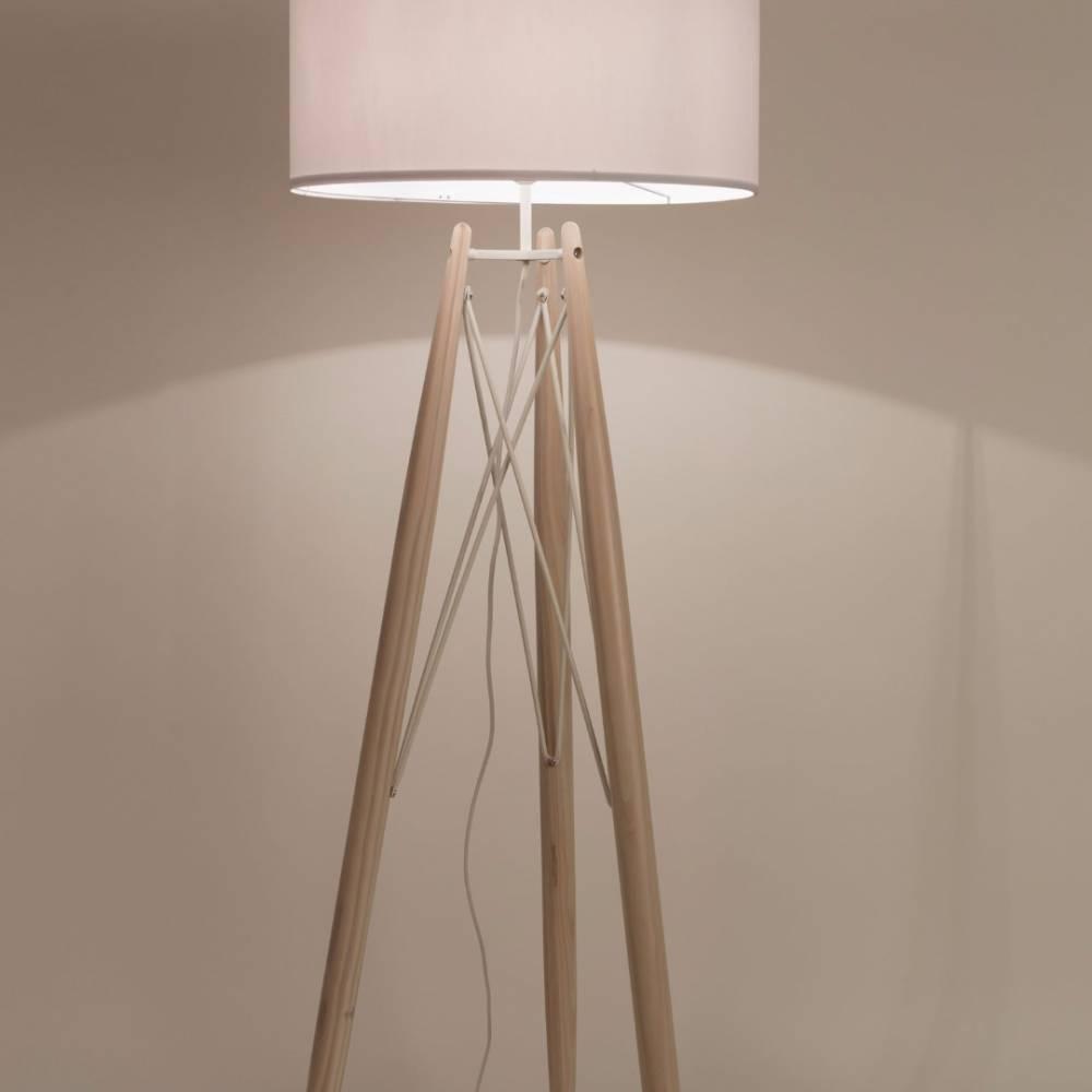 Lampadaires luminaires lampadaire grid blanc pi tement for Lampadaire style scandinave