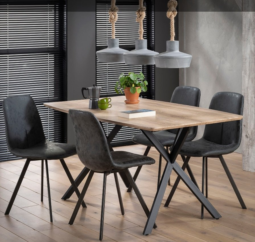 tables repas tables et chaises table repas bash design ch ne avec pi tement en acier inside75. Black Bedroom Furniture Sets. Home Design Ideas