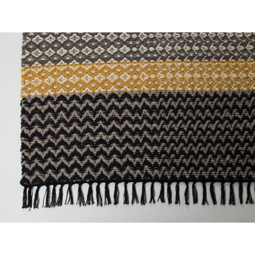 tapis de sol canap s et convertibles zuiver tapis moose design scandinave. Black Bedroom Furniture Sets. Home Design Ideas