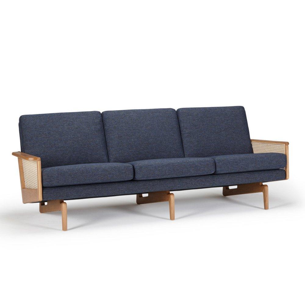 Canapé 3 places design scandinave EGSMARK piétement en chêne accoudoirs cannage