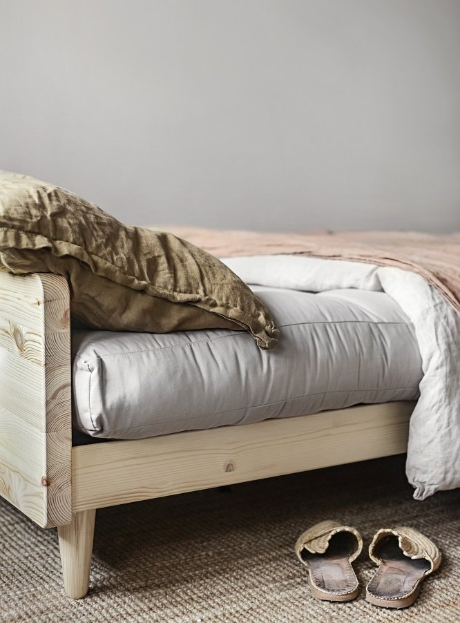 Canapé 3 places convertible INDIE style scandinave futon gris foncé couchage 130*190 cm.