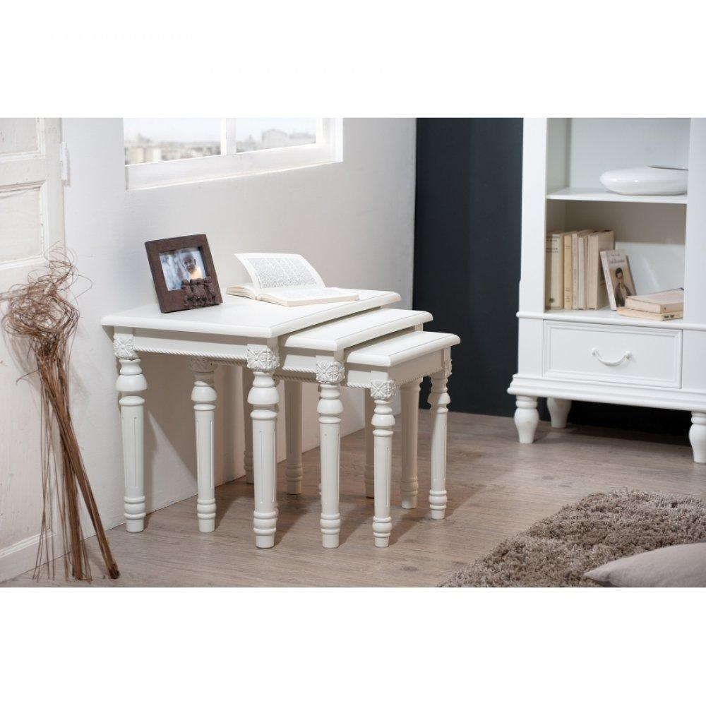 table gigogne ultra pratique et design au meilleur prix ensemble de 3 tables gigognes blanche. Black Bedroom Furniture Sets. Home Design Ideas