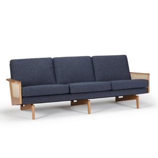 Canapé 3 places design scandinave EGSMARK piétement en chêne accoudoirs cannage tissu tweed bleu