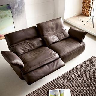 Canapé 2 places haut de gamme EASY de KOINOR avec assises motorisées par Touch It Technology