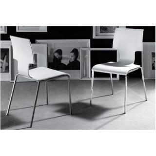 Lot de 2 chaises ELEKTRA blanches empilables piétement en métal chromé